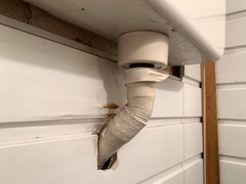 WC. tartály öblítőcső folyik