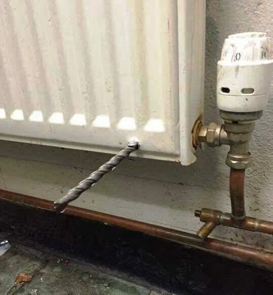 Ezt a radiátor ki kell cserélnünk, sajnos valaki átfúrta.