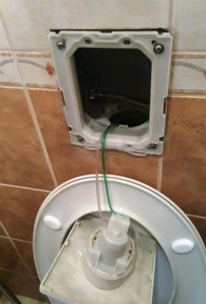 Falba épített WC. tartály